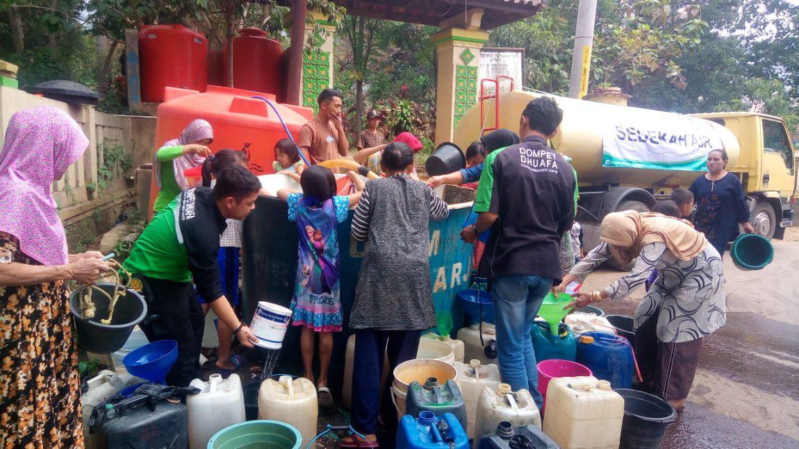 Respon Kekeringan, Dompet Dhuafa Jabar Distribusi Air Bersih di Kabupaten Bandung