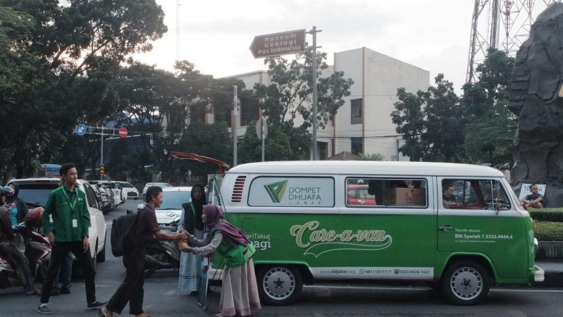 Gulirkan Care A Van Selama Ramadhan, Dompet Dhuafa Jabar Siap Berbagi Makanan Berbuka di Bandung Raya