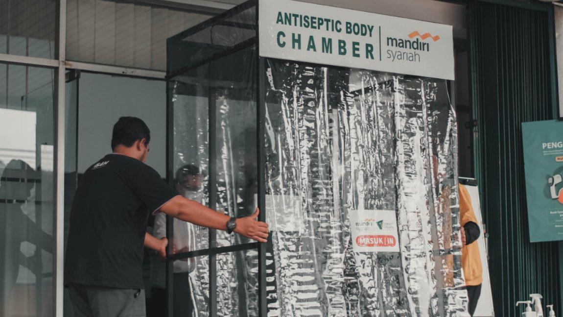 Cegah Penyebaran Corona, Dompet Dhuafa Jabar dan Bank Syariah Mandiri (BSM) KC Bandung Ahmad Yani Hadirkan Bilik Antiseptic Di Jawa Barat