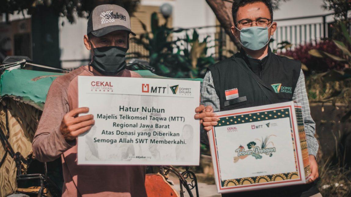 Hari Pertama Ramadhan, Dompet Dhuafa Jabar-Majelis Telkomsel Taqwa (MTT) Regional Jabar Bagikan Sembako Ke Warga Terdampak Covid-19