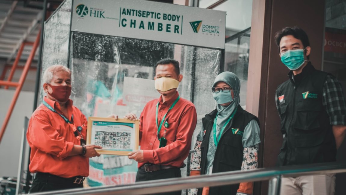 Dompet Dhuafa Jabar Bersama BPRS HIK Parahyangan Hadirkan Bilik Antiseptik di 3 Rumah Sakit Jawa Barat
