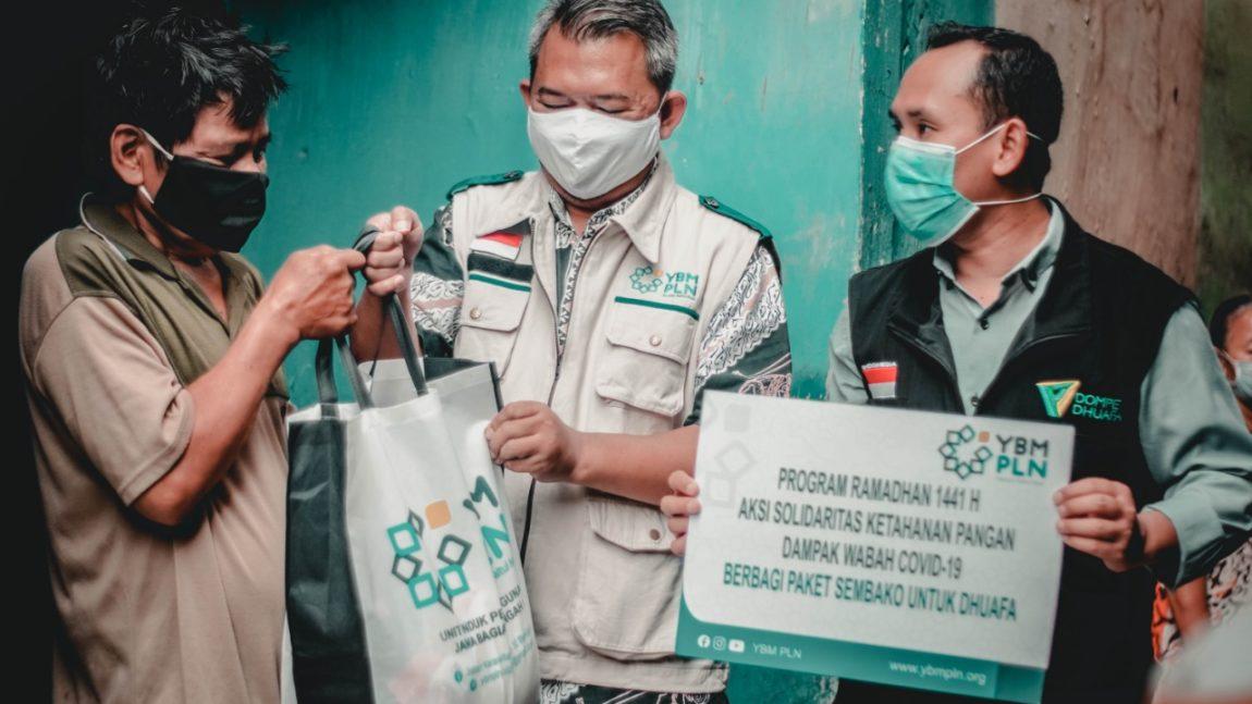 Dompet Dhuafa Jabar-YBM PLN UIP JBT I Bagikan Ratusan Sembako untuk Warga Dhuafa