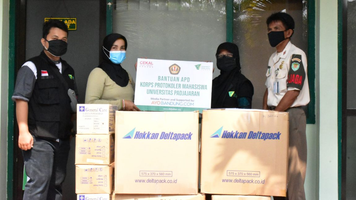 Dompet Dhuafa Jabar Bersama Korps Protokoler Mahasiswa Unpad Distribusikan Ratusan APD