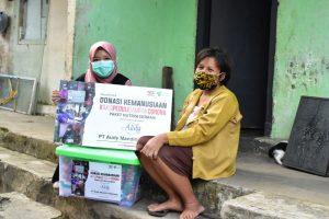 Read more about the article Bersama Audy Dental, Dompet Dhuafa Jabar Antarkan Puluhan Paket Nutrisi Untuk Pasien COVID-19 Isoman